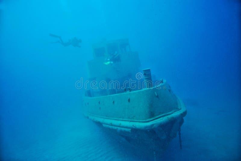 Zanurzający statek pod wodą zdjęcia stock