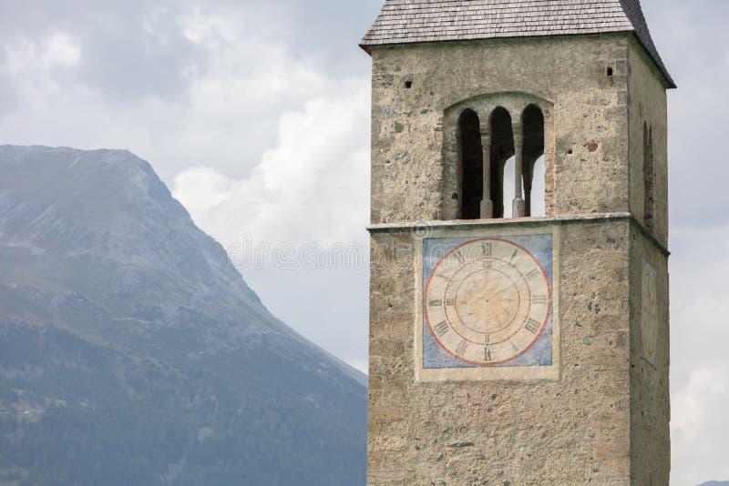 Zanurzający wierza reschensee kościół w Resias jeziorze w Trenie głęboko zdjęcie stock