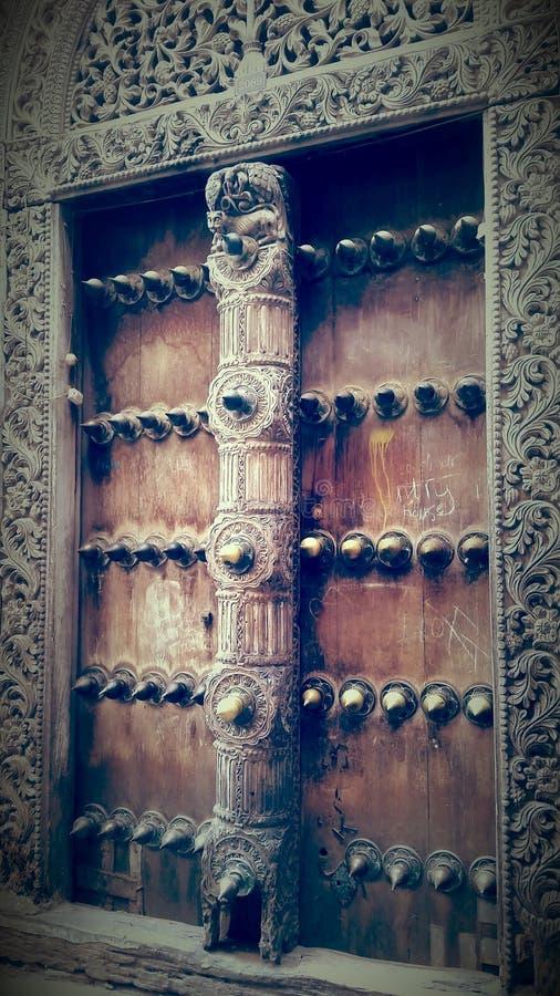 Zanzibar& x27; portas de s imagens de stock