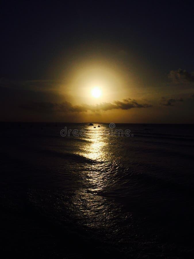 Zanzibar soluppgång över havet arkivfoto