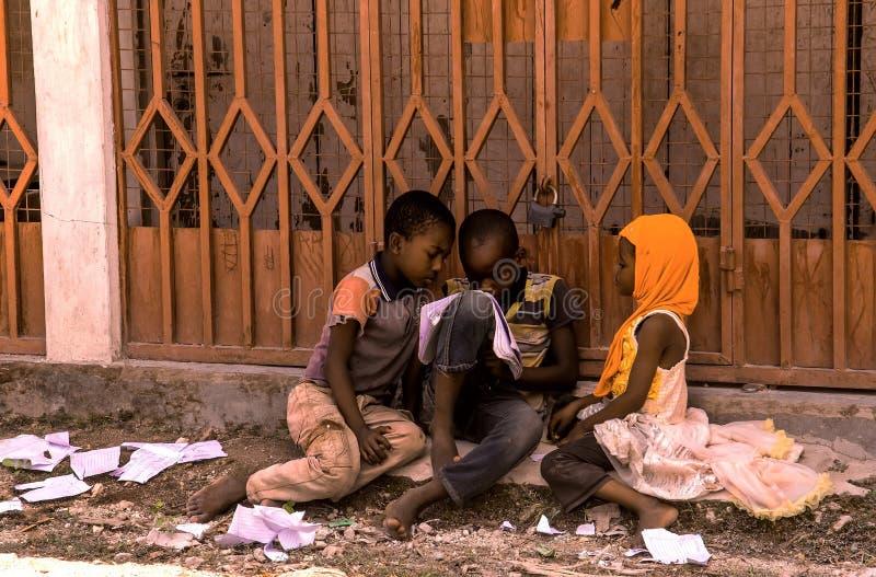 Zanzibar, Tanzanie 27 mars 2018 groupe d' enfants africains qui jouent images libres de droits