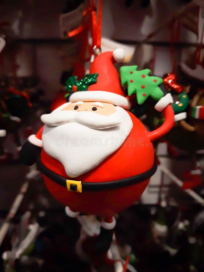 Zaokrąglona Gruba Święty Mikołaj Mała Dekoracyjna Wisząca lala z bliska fotografia stock