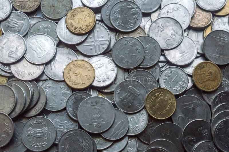 Zaopatruje 1, 10, 5 Indiańskiej rupii metalu moneta odizolowywający tło zdjęcia royalty free
