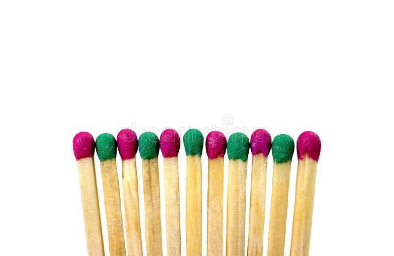 Zapałczani różni kolory na białym tle abstrakcjonistyczny wzrok był lub pozycją out od tłumu różnym, unikalnym, obraz stock