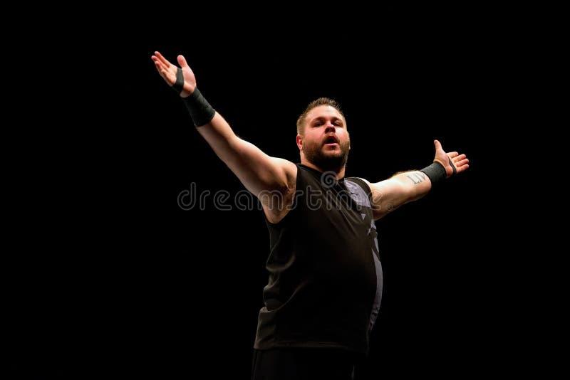 Zapaśnik Kevin Owens w akci przy WWE Żyje przy Palau Sant Jordi zdjęcia royalty free