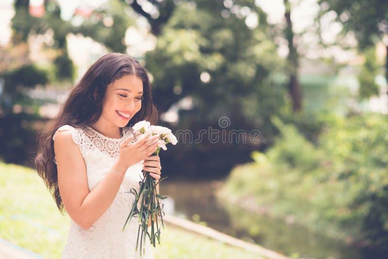 Download Zapach kwiatów zdjęcie stock. Obraz złożonej z bukiet - 41953102