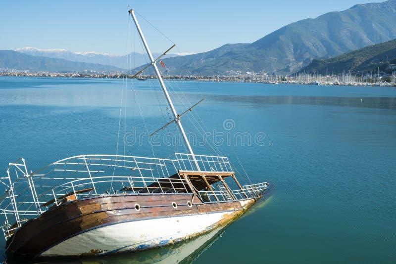 Zapadnięty Shipwreck Zanurzający Łódkowaty ocean H obraz royalty free