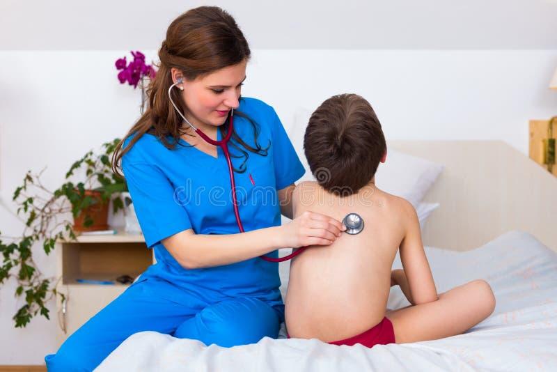Zapalenia płuc checkup zdjęcia stock