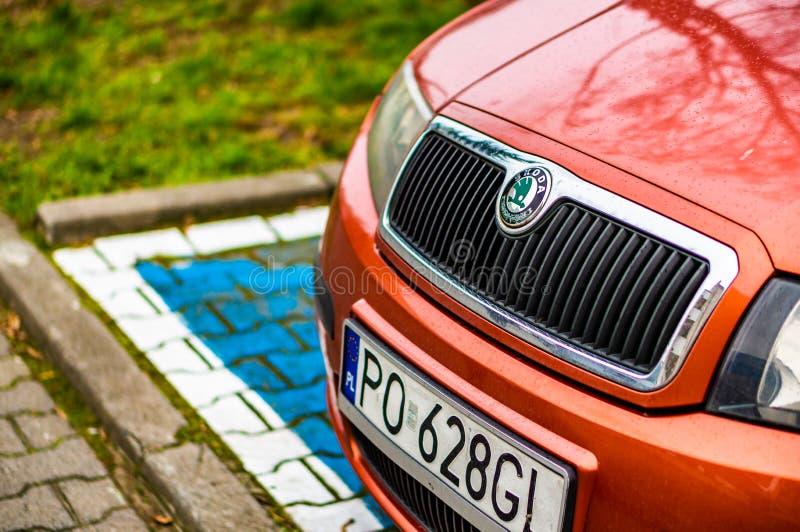 Zaparkowany samochód Skoda na parkingu w Poznaniu, Polska obrazy royalty free