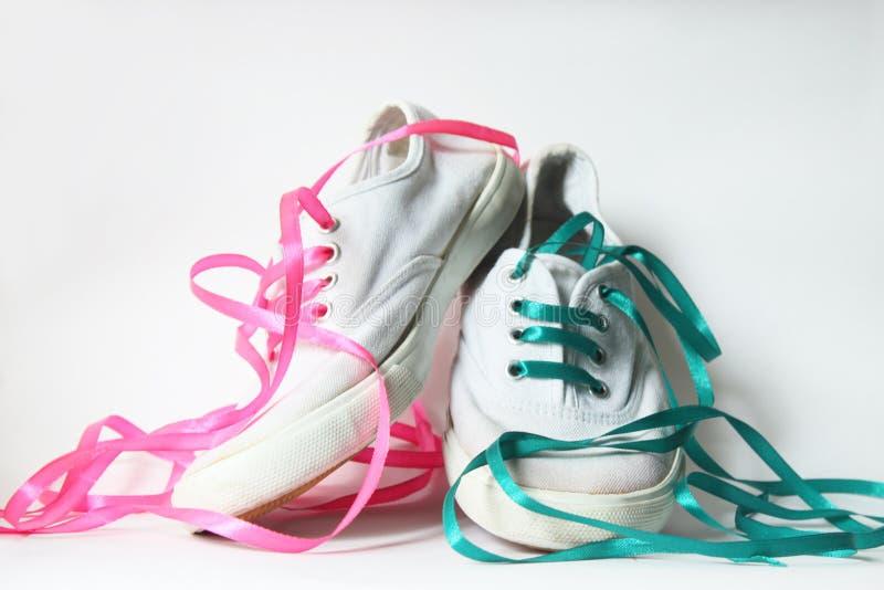 Zapatillas de deporte blancas fotos de archivo