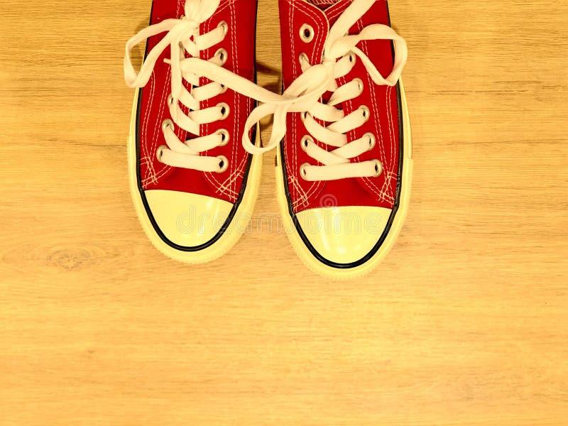 Zapatillas de deporte modernas rojas fotografía de archivo libre de regalías