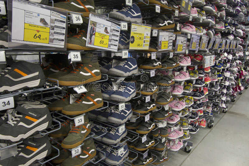 Zapatillas de deporte y zapatos que activan calificados imágenes de archivo libres de regalías
