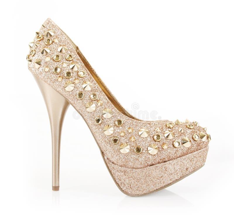 Zapato claveteado del oro del brillo foto de archivo libre de regalías