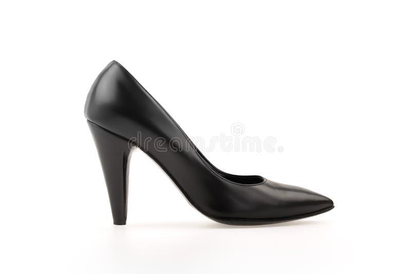 Zapato de las mujeres del cuero del negro de la bomba del alto talón en blanco imágenes de archivo libres de regalías