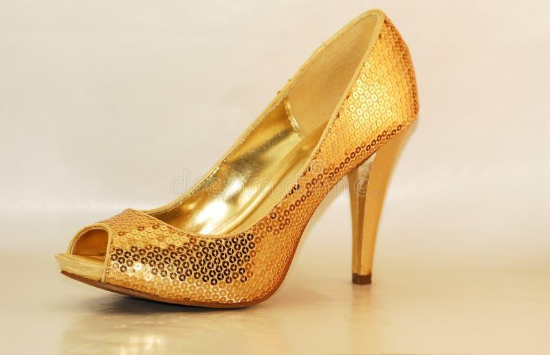 Zapato del oro fotos de archivo