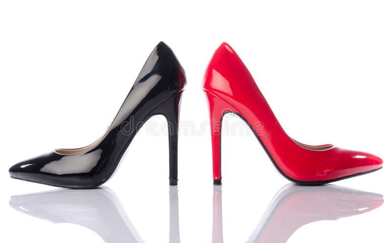 Zapato negro y rojo del tacón alto fotografía de archivo