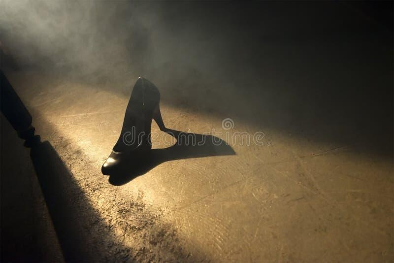 Zapato romántico del tacón alto de la datación del sexo abstracto del amor imagenes de archivo