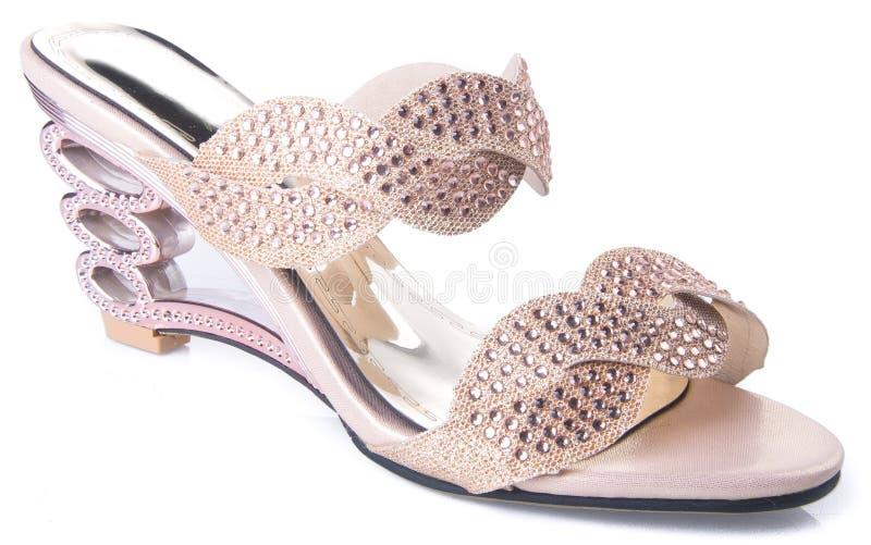 zapato sandalia de la mujer en un fondo fotos de archivo libres de regalías