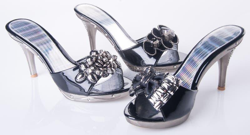 zapato sandalia de la mujer en un fondo fotos de archivo