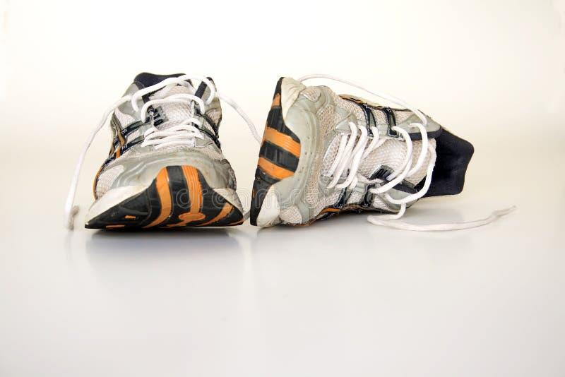 Zapatos corrientes viejos foto de archivo libre de regalías