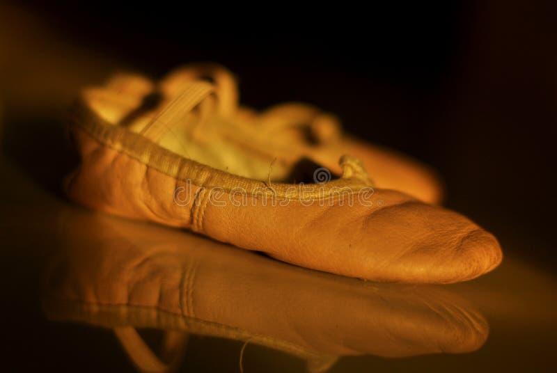 Zapatos de ballet menores imagen de archivo