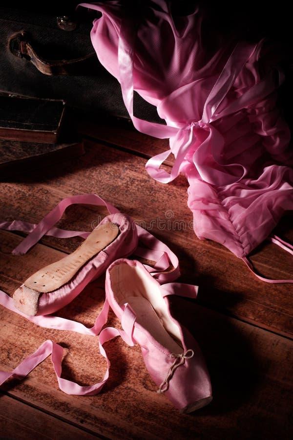 Zapatos de Ballett en el ático imágenes de archivo libres de regalías