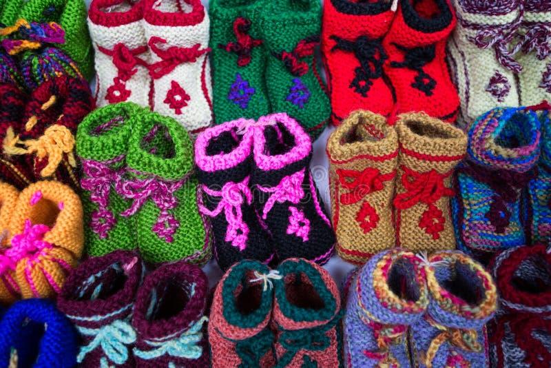 Zapatos de bebé coloridos chinos foto de archivo