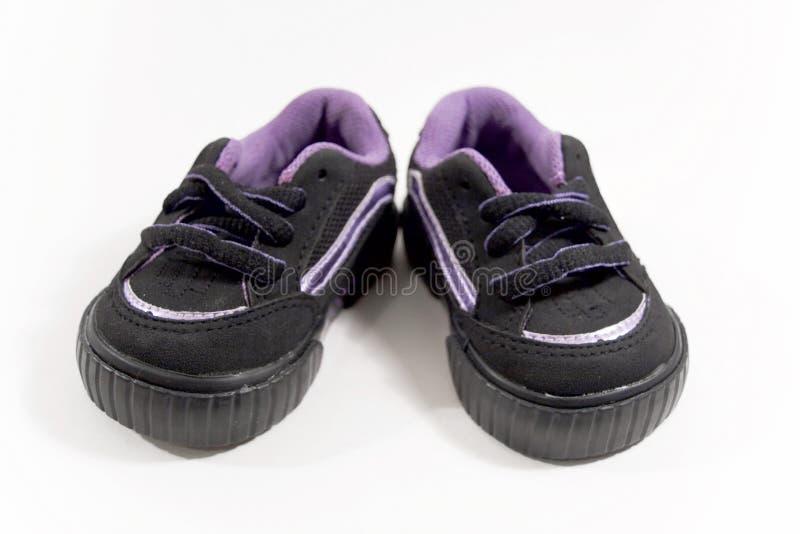 Zapatos de bebé junto imágenes de archivo libres de regalías