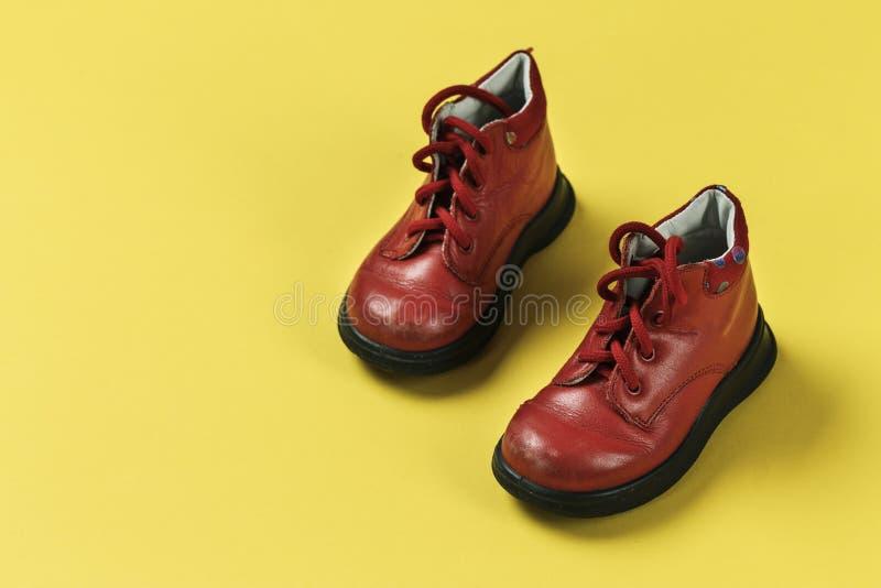 Zapatos de bebé de la primavera imagen de archivo libre de regalías
