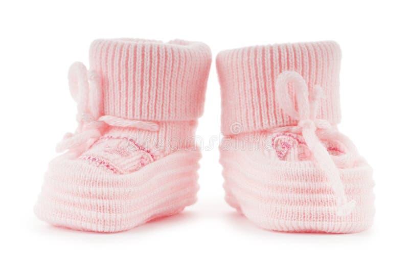 Zapatos de bebé tejidos aislados en blanco fotos de archivo