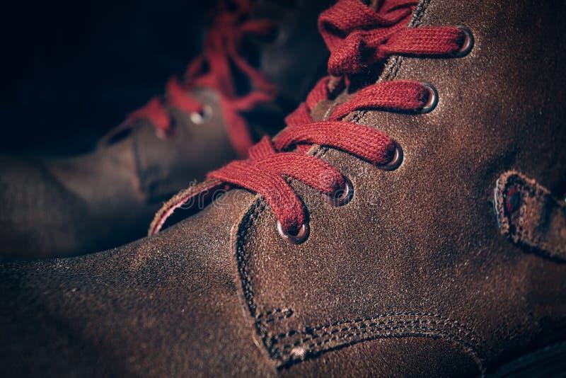 Zapatos de Brown con el cordón fotografía de archivo libre de regalías