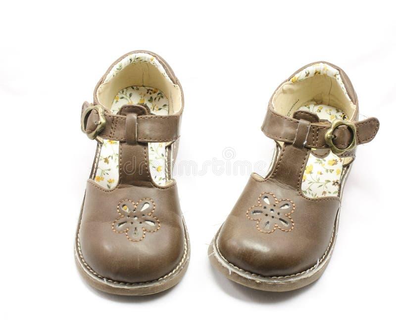 Zapatos de Brown de las niñas fotos de archivo libres de regalías
