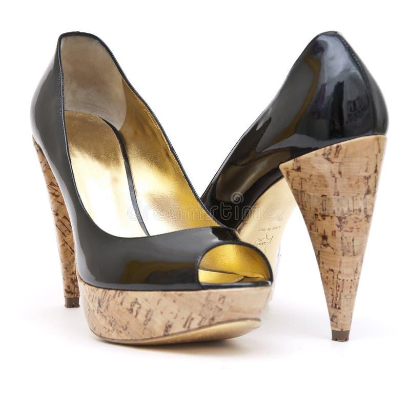 Zapatos de cuero de patente imagenes de archivo