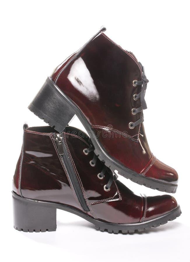 Zapatos de cuero del demi del ` s de las mujeres con los talones fotografía de archivo