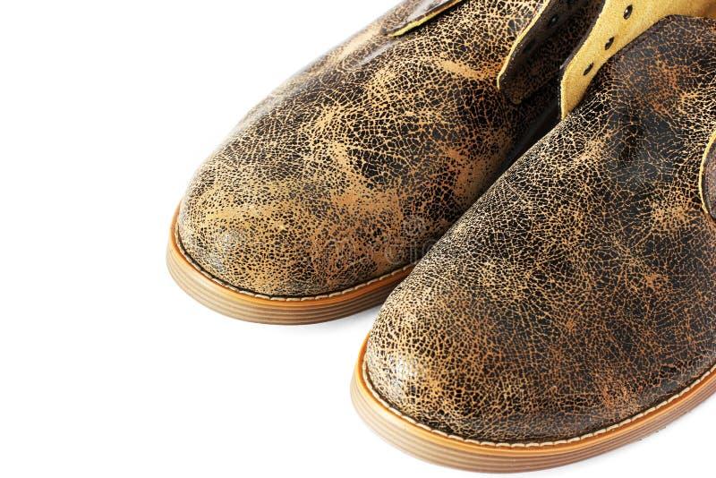 Zapatos de cuero en un fondo blanco imagenes de archivo