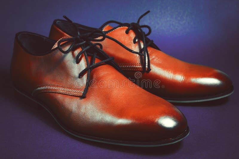 Zapatos de cuero de los hombres de la moda imagenes de archivo