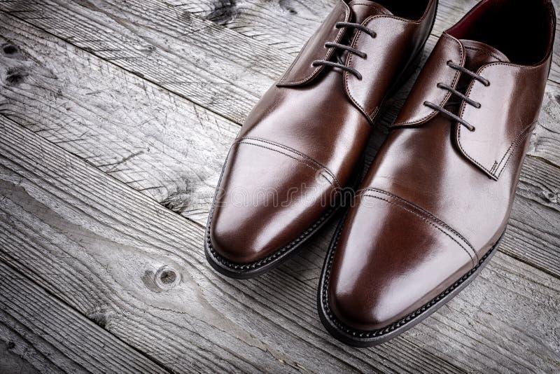 Zapatos de cuero marrones formales clásicos fotografía de archivo libre de regalías