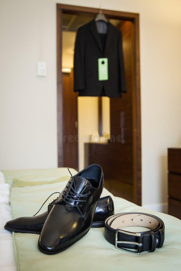Zapatos de cuero y correa fotografía de archivo libre de regalías