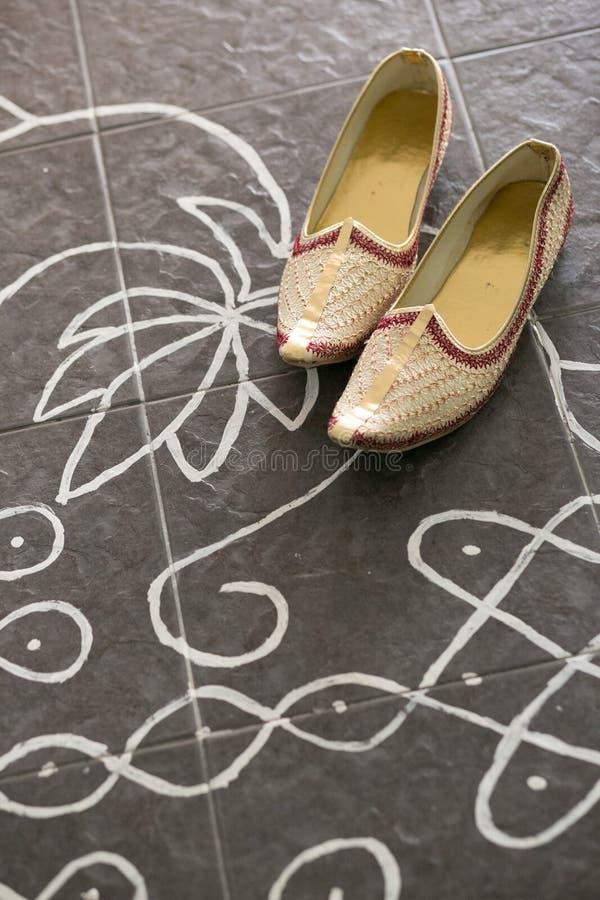 Zapatos de la boda del novio indio foto de archivo libre de regalías