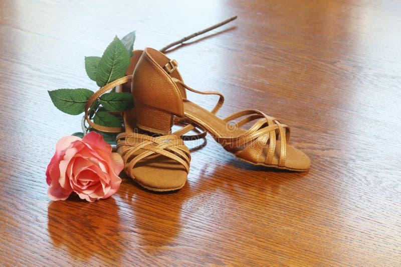 Zapatos de la danza del shoesBallroom de la danza del shoesBallroom de la danza de salón de baile fotos de archivo
