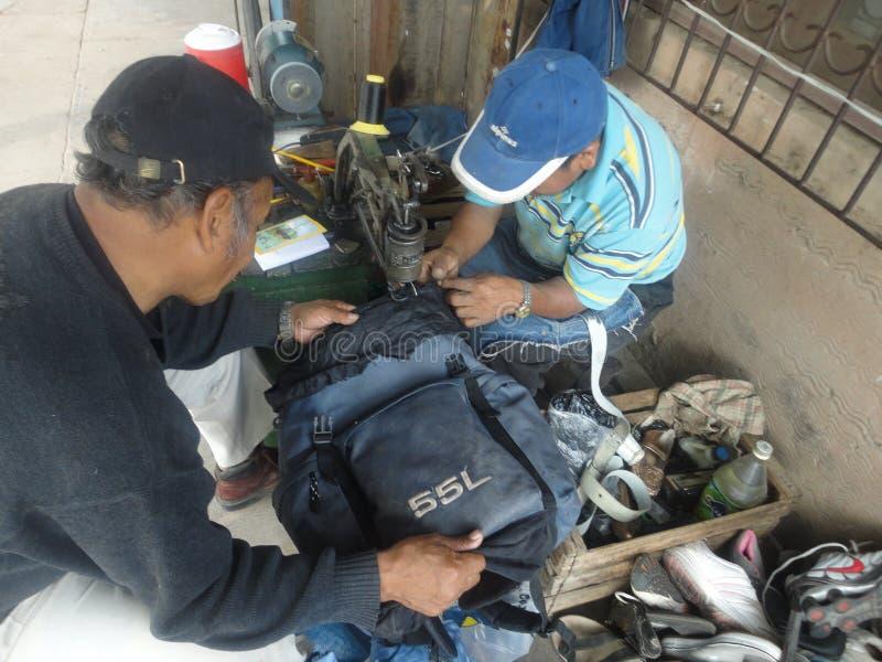 Zapatos de la fijación en Tarija Bolivia imagen de archivo libre de regalías