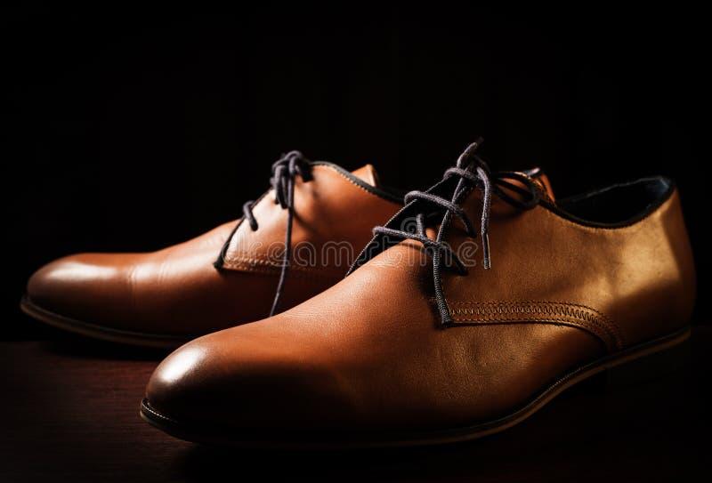 Zapatos de la moda sobre negro fotografía de archivo