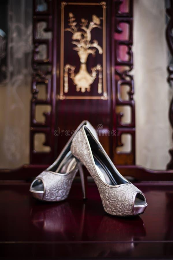 Download Zapatos de la novia foto de archivo. Imagen de unión - 41912682