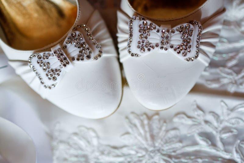 Zapatos de la novia hermosa imagen de archivo libre de regalías