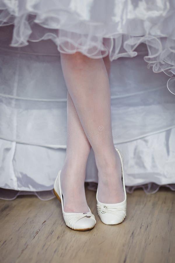 Zapatos de la novia hermosa fotografía de archivo