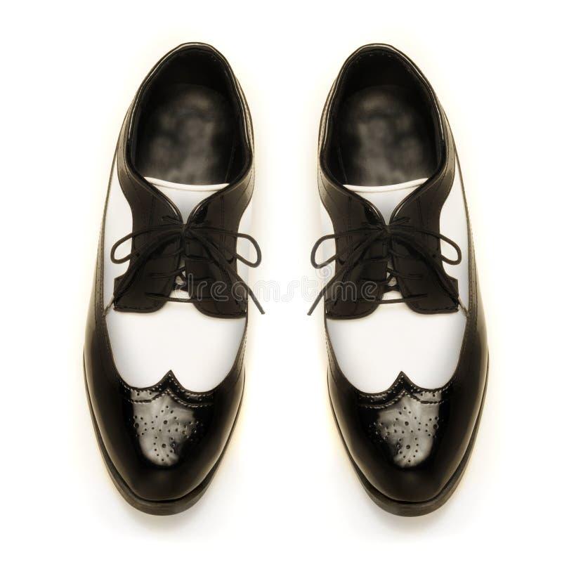 Zapatos de patente de los hombres Two-tone del cuero foto de archivo libre de regalías
