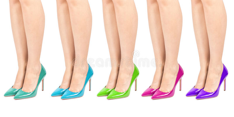Zapatos del color del tacón alto fijados en las piernas aislados imagen de archivo libre de regalías