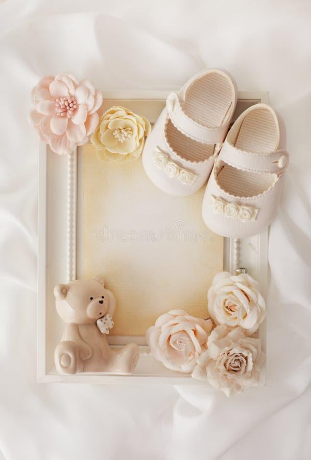 Zapatos del fondo y de bebé del capítulo imagen de archivo libre de regalías