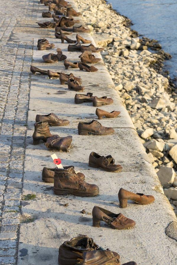 Zapatos del hierro del monumento en memoria del ejecutado imagen de archivo libre de regalías