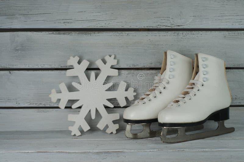 Zapatos del patinaje de hielo del vintage fotografía de archivo libre de regalías